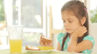 小学生 朝ごはん 食べるのが遅い
